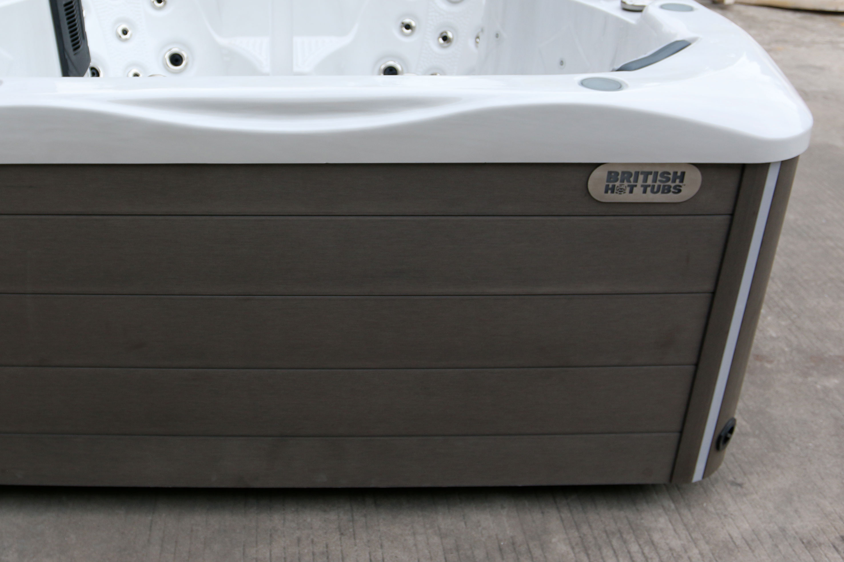 British Hot Tub Feature | Vinyl Synthetic Cabinet